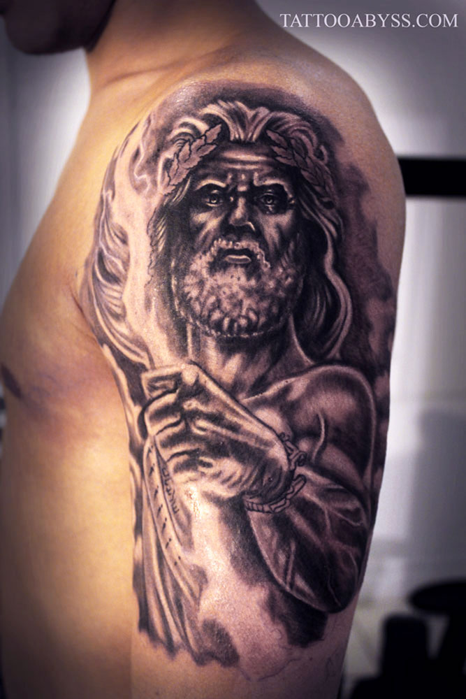 Tatouage Zeus Main