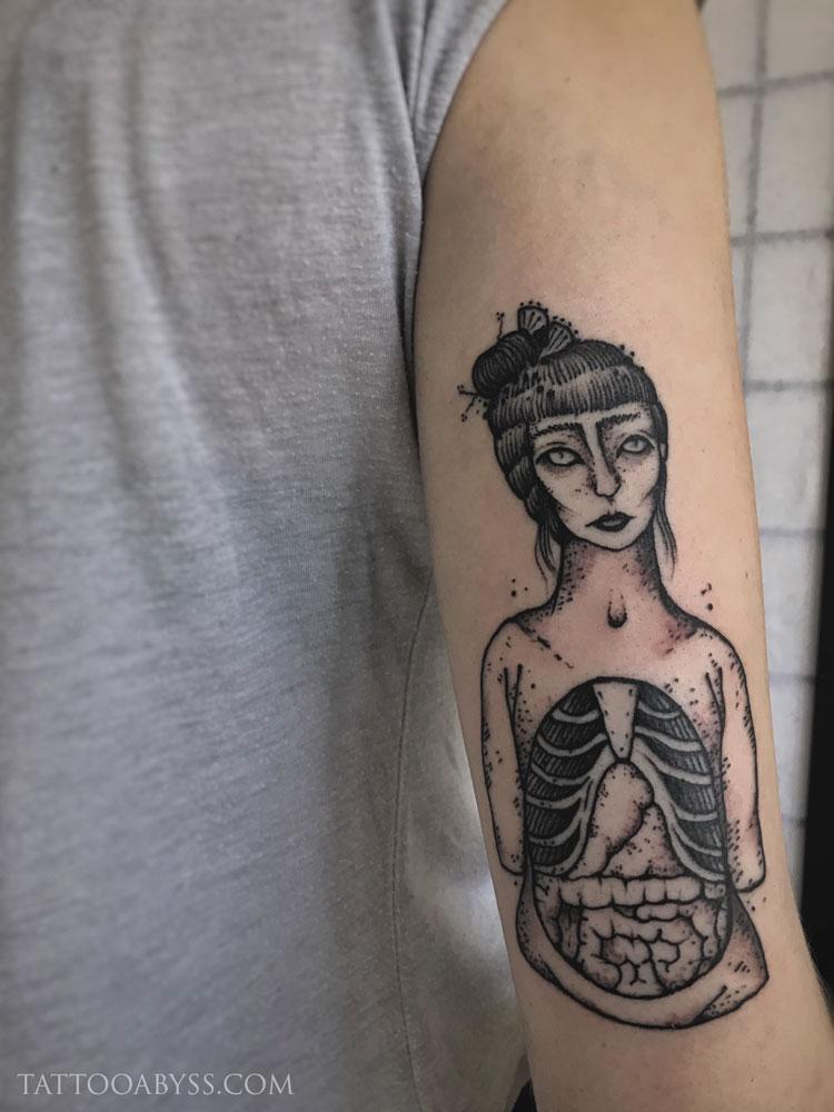 girl-intestines-chloe-tattoo-abyss