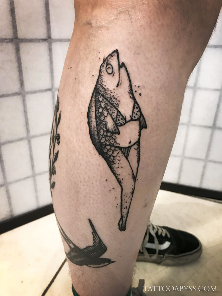 revers-mermaid-chloe-tattoo-abyss