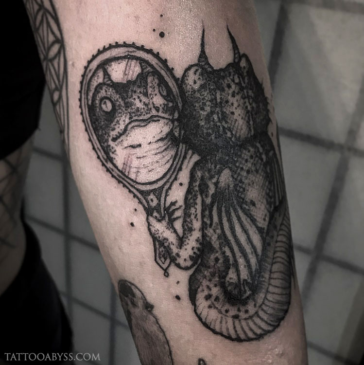 lizard-reflection-chloe-tattoo-abyss