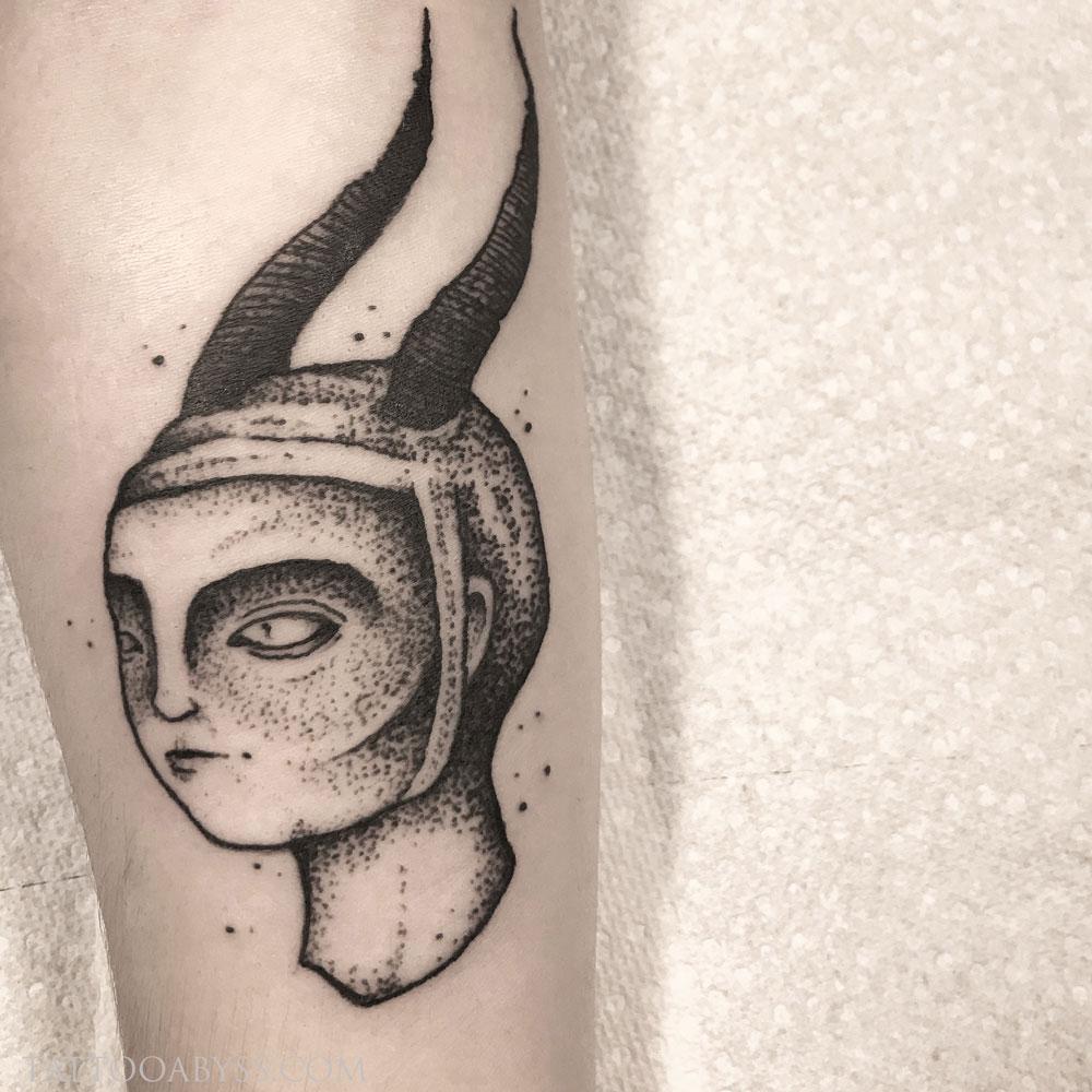 devil-lady-chloe-tattoo-abyss