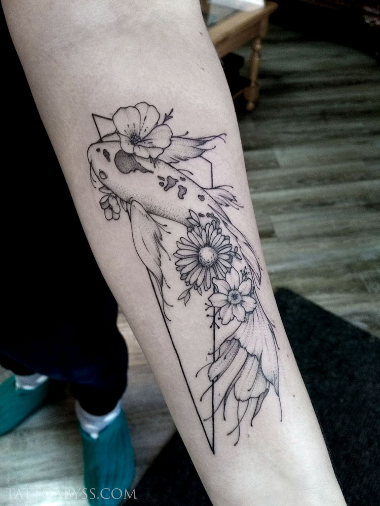 geometric-fish-camille-tattoo-abyss