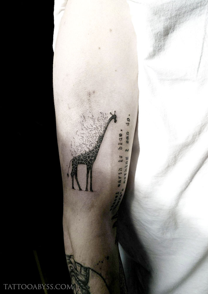 giraffe-camille-tattoo-abyss