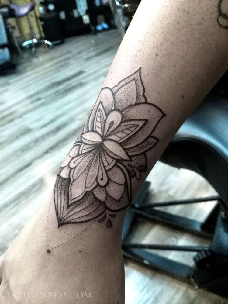 lotus-mandala-camille-tattoo-abyss