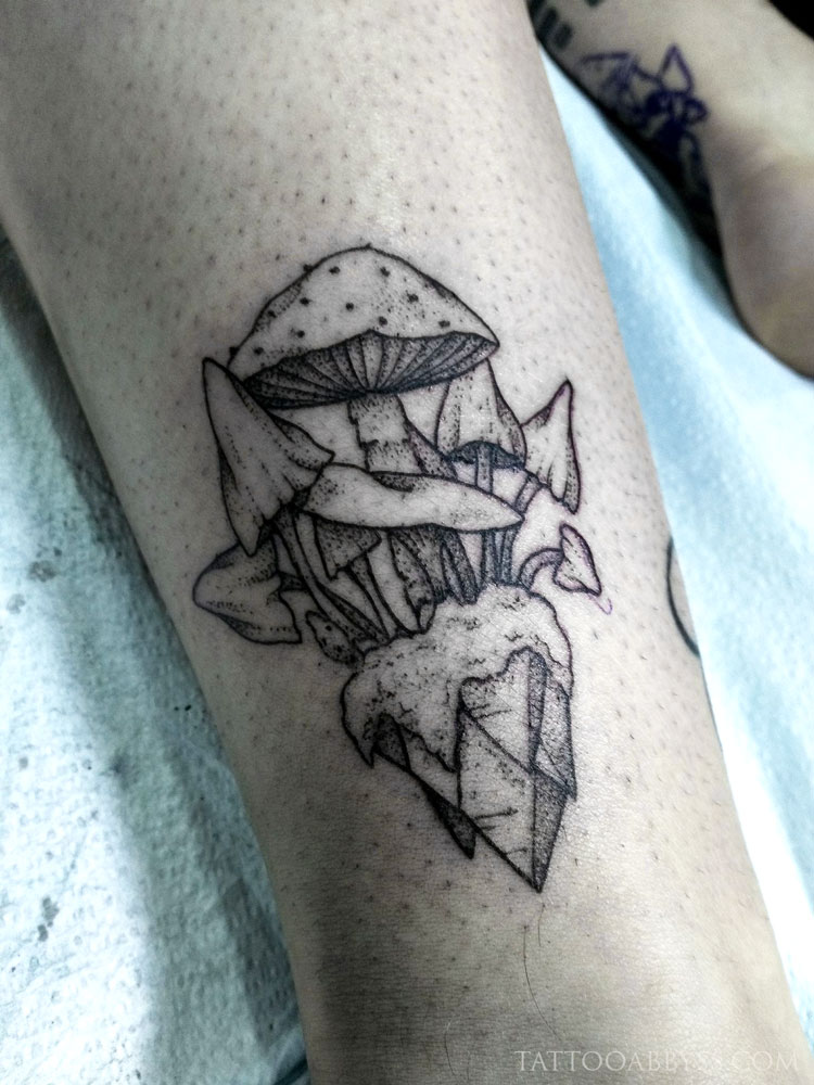 mushrooms-crystal-camille-tattoo-abyss
