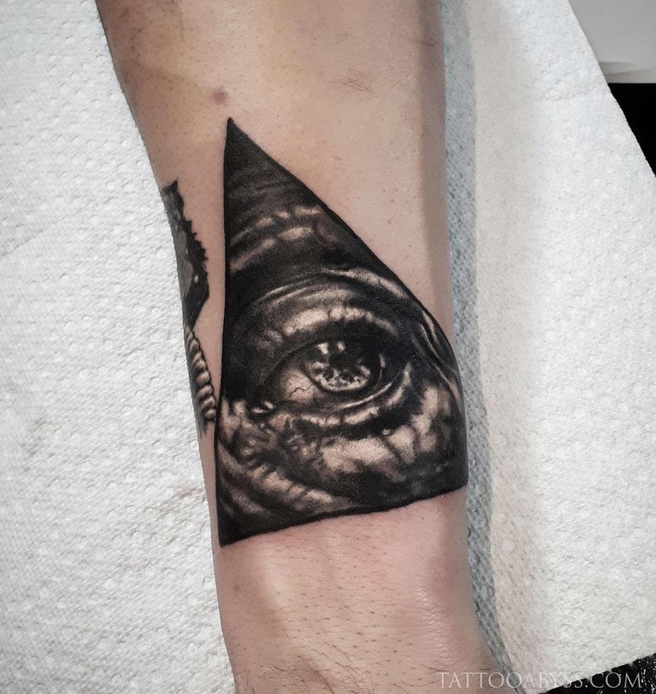 eye-loudevick-tattoo-abyss
