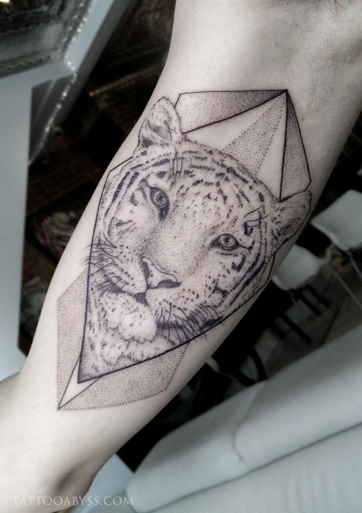 geometric-tiger-camille-tattoo-abyss