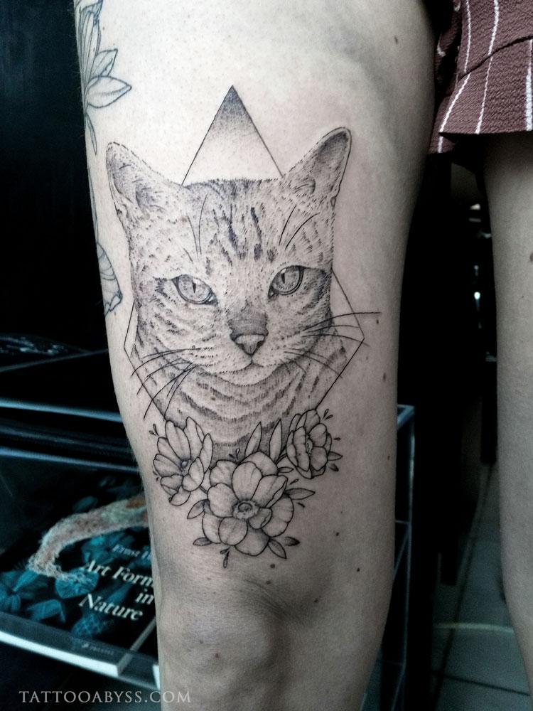 geometric-cat-camille-tattoo-abyss